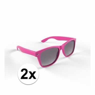 2x zonnebril met kunststof roze montuur voor volwassenencarnavalskled