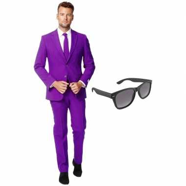Verkleed paars net heren kostuum maat 54 (xxl) met gratis zonnebrilca