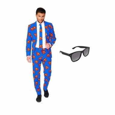 Verkleed superman print heren kostuum maat 50 (l) met gratis zonnebri